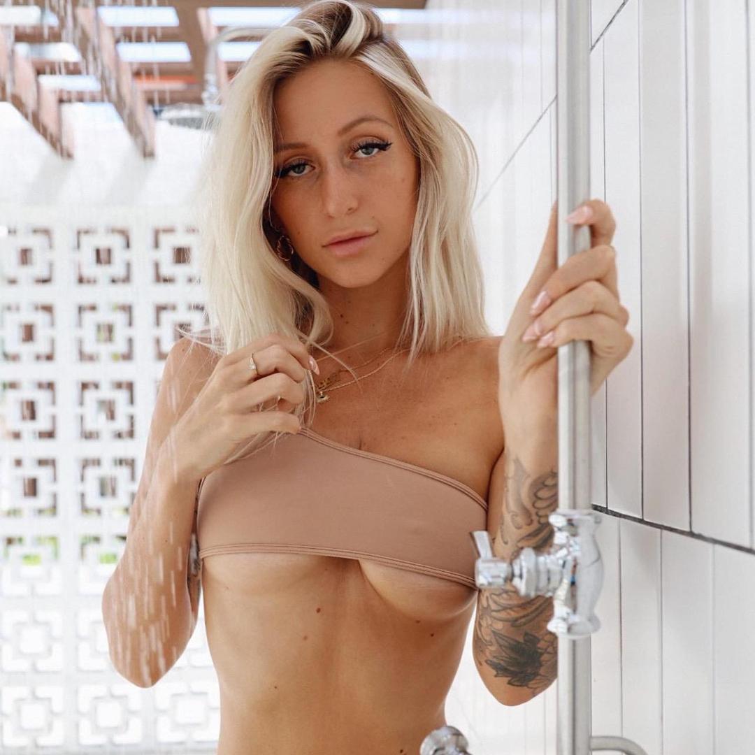 Tatted paris hilton TikTok avatar
